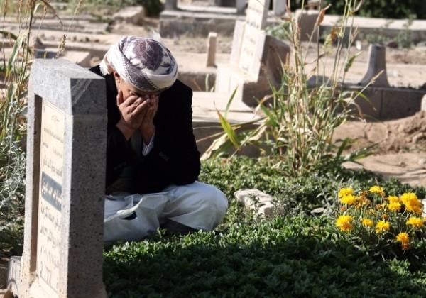 grave-man-visit-600x420
